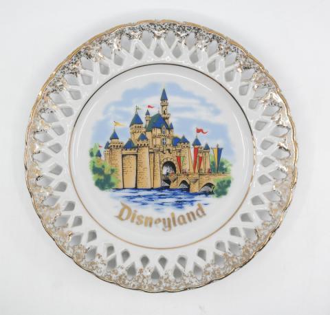 Disneyland Sleeping Beauty Castle Plate - ID: octdisneyana18151 Disneyana