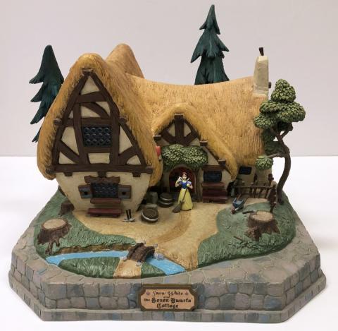 Snow White Cottage Big Fig - ID: augbigfig20007 Disneyana