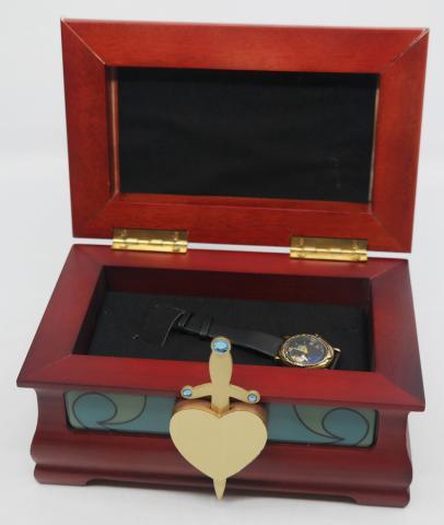 Evil Queen Watch and Heart Box Display - ID: augdisneyana20069 Disneyana