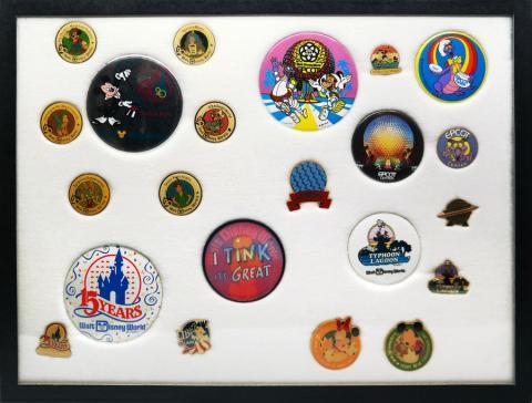 Walt Disney World Collection of (22) Buttons & Pins - ID: augdisneyana20190 Disneyana