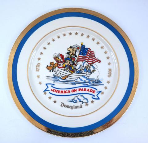 Disneyland America On Parade Gold Rim Plate - ID: julydisneyana21051 Disneyana