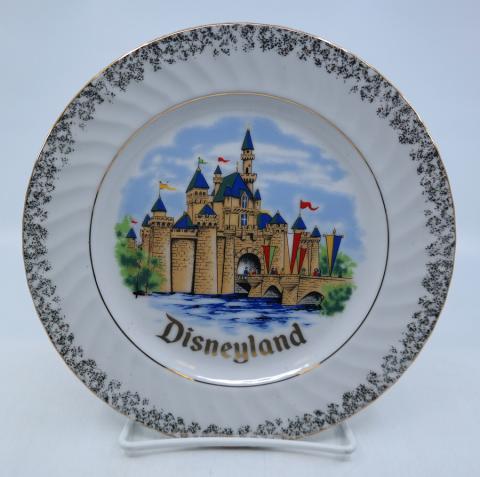 Disneyland Sleeping Beauty Castle Souvenir Plate - ID: mardisneyana21303 Disneyana