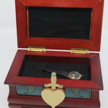 Evil Queen Watch and Heart Box Display - ID: augdisneyana20069 Disneyana