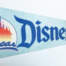 1985 Disneyland 30th Year Pennant - ID: augdisneyana20148 Disneyana
