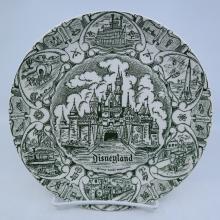 Disneyland Souvenir Green Lands Plate - ID: mardisneyana21301 Disneyana